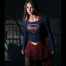 415258-supergirl-superman-va-debarquer-dans-diapo-3